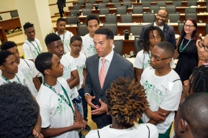 BMLA students network with Steve Pemberton, the divisional vice president of Walgreens.